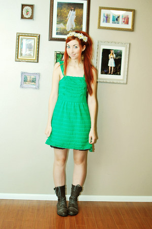 gray combat boots Forever21 boots - green sleeveless dress