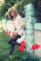 white Geisha Pearl vintage vest - brown Guess shoes