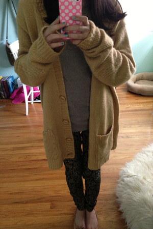 mustard cardigan - black jeans - beige top