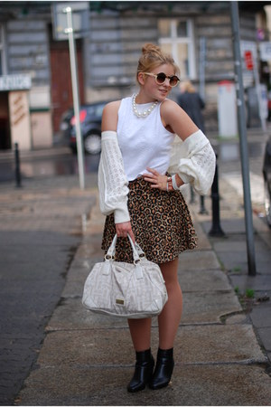 bronze leopard printed H&M skirt - white united colors of benetton bag