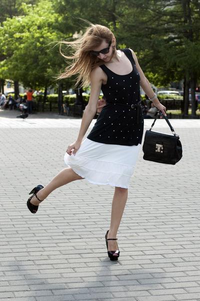 black El Monte heels - ivory Sinequinone skirt