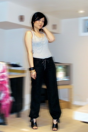 Old Navy top - H&M pants - Aldo shoes - Forever21 necklace - H&M bracelet
