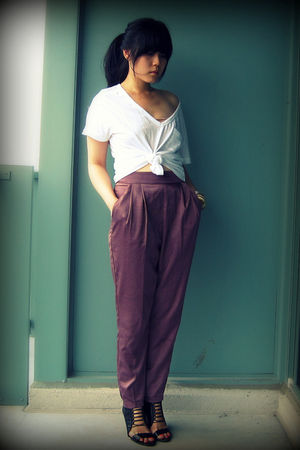 white Old Navy t-shirt - purple Silence & Noise pants - black Aldo shoes