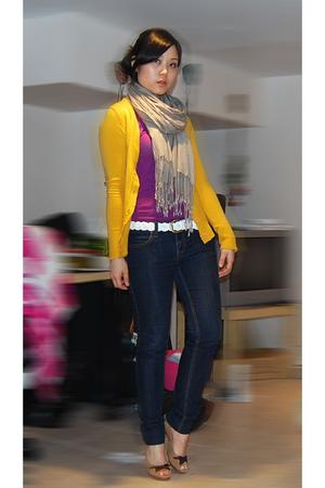 H&M top - Mango jacket - H&M scarf - Forever21 jeans - Forever21 belt - shoes