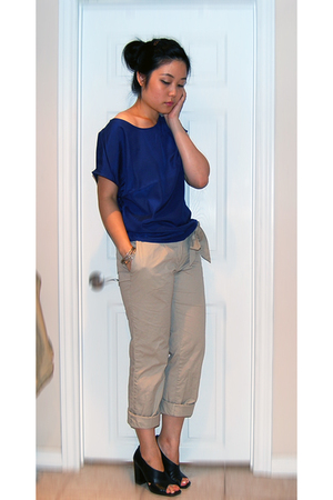 blue Uniqlo top - black Aldo shoes - beige H&M pants