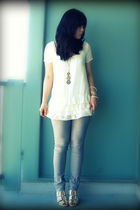 white Kimchi Blue blouse - gray Zara jeans - beige H&M shoes - gold Forever 21 a
