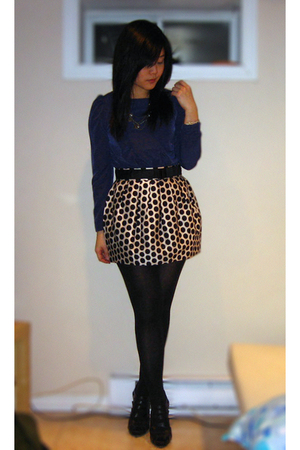 blue H&M blouse - gold Forever 21 skirt - black HUE tights - black BCBGgirls sho