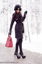 Basconi shoes - H&M coat - Kristina Zavarski hat - Benvenuti bag