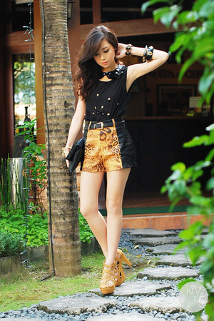 mustard Second Shop shorts - black dresstronomy bag - black Iheartmatilda top