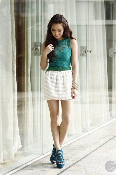 green lulus top - teal ffaq heels - white Topshop skirt