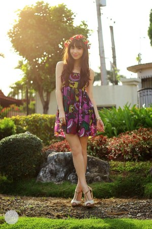 purple DIDDco dress - red anagon hat