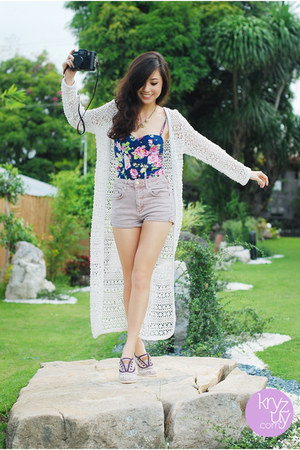 navy f21 top - light pink Topshop shorts - amethyst j&m by soleil sneakers
