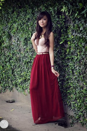brick red Covetz skirt - eggshell wacoal top - navy Daniel Wellington watch