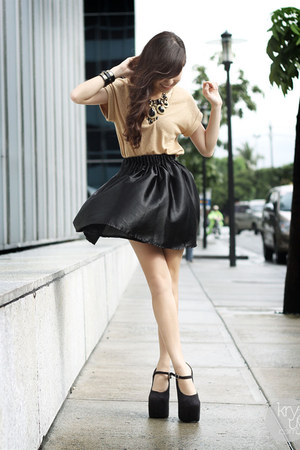 gold DIDDco top - black Sheinside skirt - black DAS heels