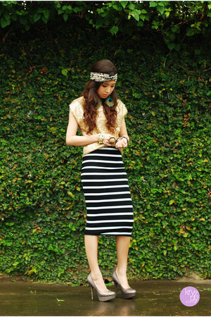 black windsor skirt - gold WAGW top - silver windsor heels