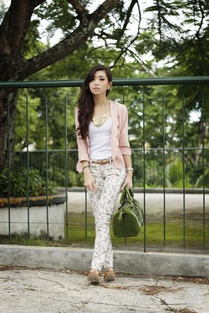 white SM GTW pants - light pink Love eye candy blazer - green Fino bag