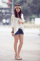 navy wagwmultiplycom shorts - pink Parisian heels - white wagwmultiplycom top -
