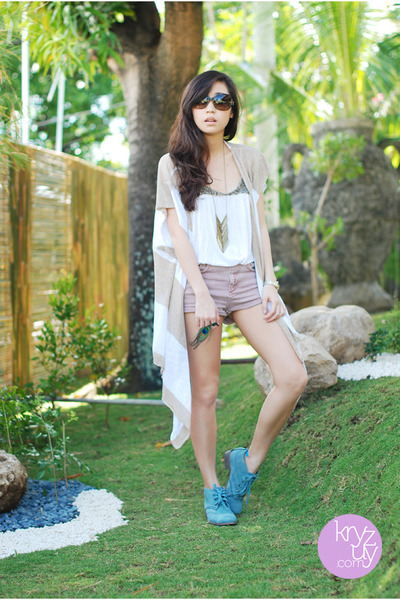 sky blue So FAB boots - light pink Topshop shorts