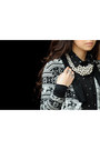 Black-wagw-top-black-hangten-cardigan-silver-sm-necklace