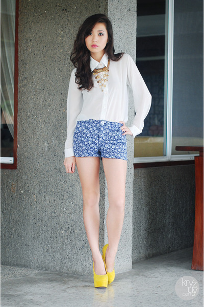 Navy-clothes-off-shorts-dark-brown-sm-accessories-necklace_400