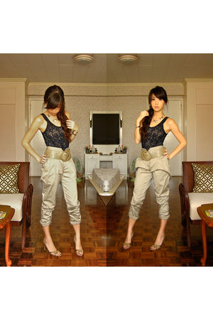 blue WAGW top - beige somewhere in spain belt - beige RAF pants - beige janeo sh