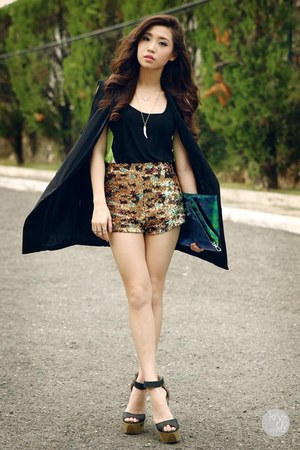 dark khaki romwe shorts - black WAGW vest