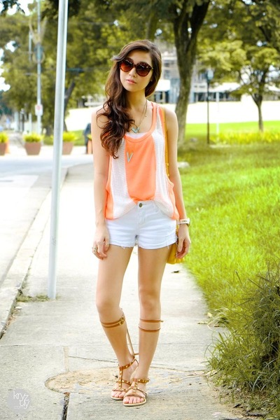 light orange WAGW top - light brown chestbox sandals