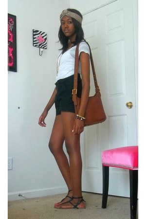 high-waisted shorts - printed scarf - Forever 21 t-shirt