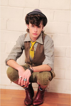 la vintage shirt - la vintage vest - la vintage pants - la vintage boots - la vi