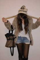 beige faux fur New Yorker coat - dark brown leopard bag - ivory H&M t-shirt