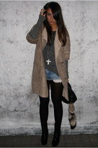 beige Zara coat - black Zara boots - gray Bershka t-shirt - black Bershka bag