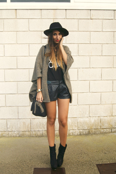 black Nellycom boots - camel vintage coat - black High Heels Suicide top