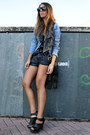 Navy-polka-dot-zara-shirt-black-zara-shorts-black-zara-clogs