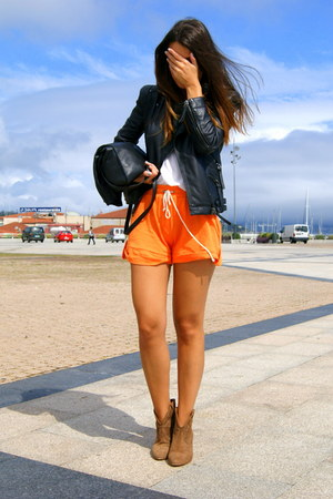 dark khaki short cowboy Pull and Bear boots - black leather Zara jacket - carrot
