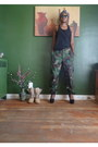Army-green-dads-marine-pants-black-walmart-top