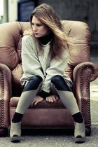 beige vintage jumper - silver new look shoes - silver H&M leggings
