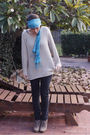 Black-jeans-beige-blouse-brown-shoes-blue-scarf