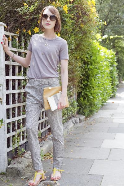 Jenni Kayne bag - Salvatore Ferragamo sunglasses - Jenni Kayne t-shirt