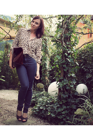beige H&M blouse - navy high waisted H&M jeans - dark brown leather bag H&M bag