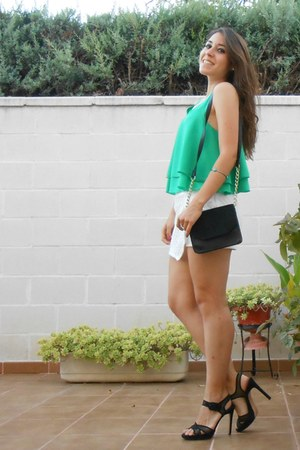 pull&bear blouse - H&M bag - Stradivarius shorts - Zara sandals - H&M bracelet