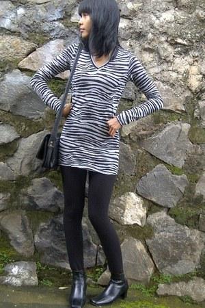 black zebra print sweatshirt - black boots