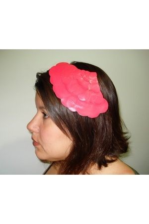 Dona Aurora accessories