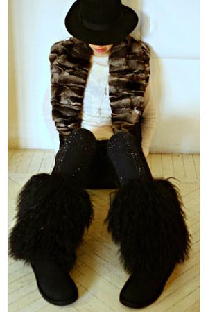 black Ugg boots - brown fur Carlo Ramello coat - black LeRock jeans