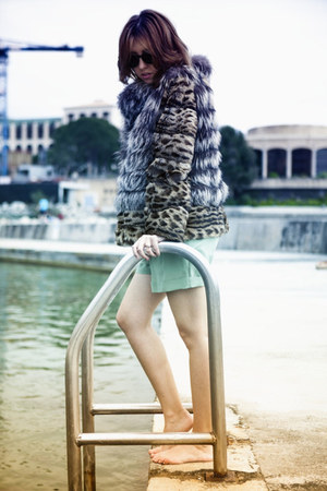 dark khaki lynx fur Carlo Ramello coat - lime green Moschino shorts