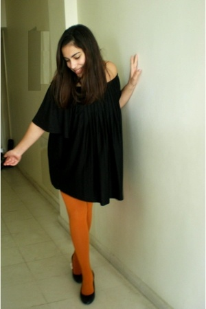 'u own orange tights.u're not allowed to be bored'