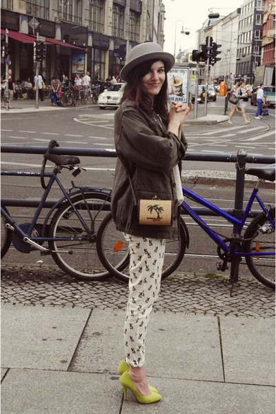Zara pants - Primark shoes - thrifted vintage jacket - Urban Outfitters bag