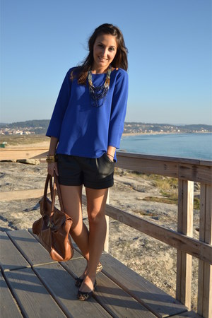 Primark blouse - Primark bag - Stradivarius shorts - Primark necklace