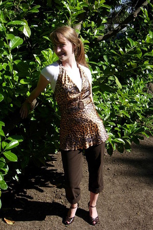 white xhiliration shirt - brown Bisou Bisou top - brown anne taylor loft pants -