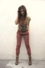 Boots-pants-t-shirt