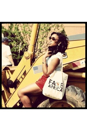 FACE Africa Tote Bag bag - H&M shorts - FACE Africa Tee top